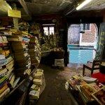 書中自有黃金屋?這家威尼斯的書店有一艘船!
