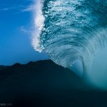 你一定沒看過這樣的海洋!色盲攝影師拍下震懾人心的凝結海浪