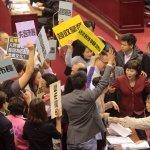 柯P新政將跛腳?北市議會掀「搶委員會」大戰