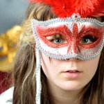 是凸臉,還是凹臉?這張面具可以測驗你是否有精神分裂症!