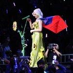 讀者投書:從凱蒂佩芮高舉國旗,談音樂人的理念