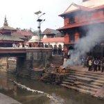 尼泊爾大地震:屍體火化晝夜不停