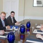 卡麥隆同意對蘇格蘭權力下放建議「研究看看」