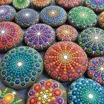 藝術家為這些海邊撿到的東西畫上色彩,結果變成紅遍世界的收藏品!