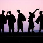 「你們完蛋了」、「別追隨你的熱情」,今年最驚人的畢業致詞!