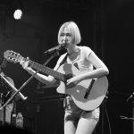 她一開唱、台下就呆掉,王若琳一系列的「怪歌」還原真實自我