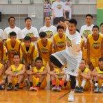 林書豪籃球訓練營開訓 豪小子下場指導獻技