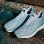 愛迪達用海洋垃圾製成「綠色」運動鞋,你有看出外觀是什麼做的嗎?