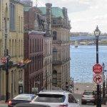 加拿大最愛爾蘭的城市,美麗的建築就像《魔女宅急便》裡的小海港!