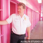把牢房漆上這個顏色後,囚犯們竟然不打架了!