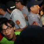 記者採訪反課綱遭逮捕 人權律師:藉此恐嚇媒體