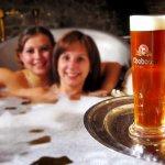 泡澡的同時也能大口喝酒,「啤酒SPA」不僅溫暖香甜,還有特別養生功效!