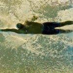 難忘童年溺水瀕死經歷 奧運金牌得主推動游泳教育