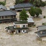 日豪雨成災》颱風尾掃破堤防 至少12人恐被鬼怒川沖走