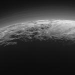 新視野號飛掠冥王星 傳回水循環及大氣層罕見照片