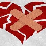 失戀難過的時候,拿OK蹦貼在心臟上有用嗎?科學家證明痛徹心扉和大腦間的關係