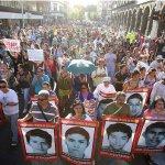 墨西哥千人遊行 紀念43學生離奇失蹤1週年
