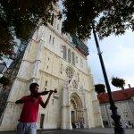 保加利亞街頭迴盪台灣民謠《望春風》,他的小提琴聲讓歐洲少女淚流滿面