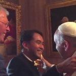 見恐同書記官前 教宗方濟各與同志伴侶會面
