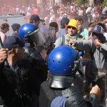 抗議學費調漲 南非學生闖入國會遭閃光彈驅離