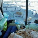 莫斯科版《航站情緣》?伊拉克難民1家6口漂泊機場