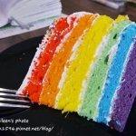 除了彩虹旗、彩虹頭貼,再來一塊彩虹蛋糕吧!