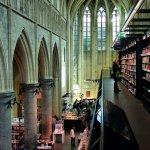 孤獨星球國際中文版、CNN推薦》荒廢兩百年的教堂,荷蘭設計師將它打造為「天堂書店」