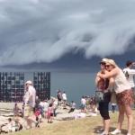 海嘯來臨!?澳洲怪雲直撲雪梨 民眾忙自拍
