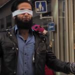 瑞典過日子》「我不是恐怖分子,你相信我嗎?」穆斯林蒙住眼在街上,路人反應讓他…
