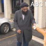 德州清真寺遭潑糞 美國7歲男孩捐出積蓄協助復原