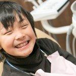 日本小學生乖乖刷牙 學童蛀牙情況大幅改善 牙醫系考慮減招