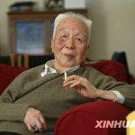 自焚的兒子,成了談話的禁區:《他翻譯了整個中國》選摘(4)