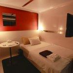 築地市場旁奢華的膠囊旅館!這有酒吧、澡堂還可依喜好入住頭等艙或商務艙