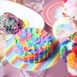 在日本怪獸咖啡館嚐一口彩虹蛋糕!比童話世界還要繽紛,連店員都超可愛