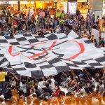 移工大遊行佔領北車大廳 黑白色塊布條抗議台灣人忽視移工
