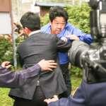 李坤儀婚禮遭鬧場 抗議哥灑紙高喊「李登輝賣台」