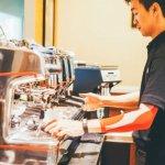 開咖啡館絕不只小確幸!從早餐店老闆變國際專業咖啡師,他的一天從打掃開始