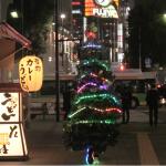 耶誕快樂》東京會走路的耶誕樹 散播佳節歡樂氣氛