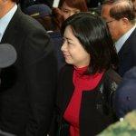 總統辯論會》高婉倩陪朱立倫應戰 坐最後一排加油