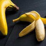吃香蕉傷骨頭?破解阿公阿嬤瘋傳的腳踝痠痛迷思,聽醫師還香蕉一個公道!