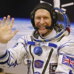 錯過「上帝視角」》頭盔中有小水珠 英國太空人無緣太空漫步