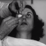 製作過程驚悚萬分!70年前,戴上隱形眼鏡需要很大的勇氣...