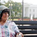 「總統芳鄰」走了》白宮外紮營抗議三十年如一日 八旬反核武阿嬤皮克切特逝世