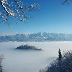 當地居民也說難得一見 「天空之城」在日本雪景中現身