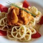 愛上車輪麵》造型特殊吸睛,選用海膽、鮮蝦、牡蠣做出3道滿足味蕾的義大利麵