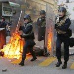「佔中」結束以來最嚴重!香港爆發大規模警民衝突 警方對空鳴槍、地鐵暫時關閉
