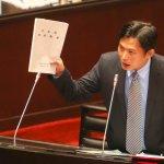 勞動部長怒嗆「只會讀法律文字」,黃國昌:他可能覺得難堪
