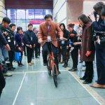 騎完「一日雙塔」後現身自行車展 柯文哲支持YouBike經驗輸出國外