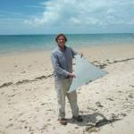 還記得馬航MH370嗎?素人調查員立功 疑似馬航碎片現蹤莫三比克海灘