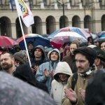 匈牙利萬人雨中遊行示威 抗議教育改革僵化學生思考力